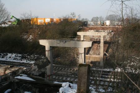 Gunzendorfer Brücke, 1.2.2014 - Die Reste ohne den Überbau